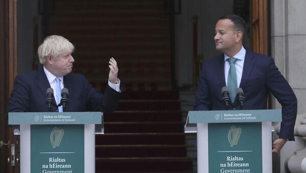 Primo Ministro britannico Boris Johnson e Primo Ministro irlandese Leo Varadkar - Sputnik Italia