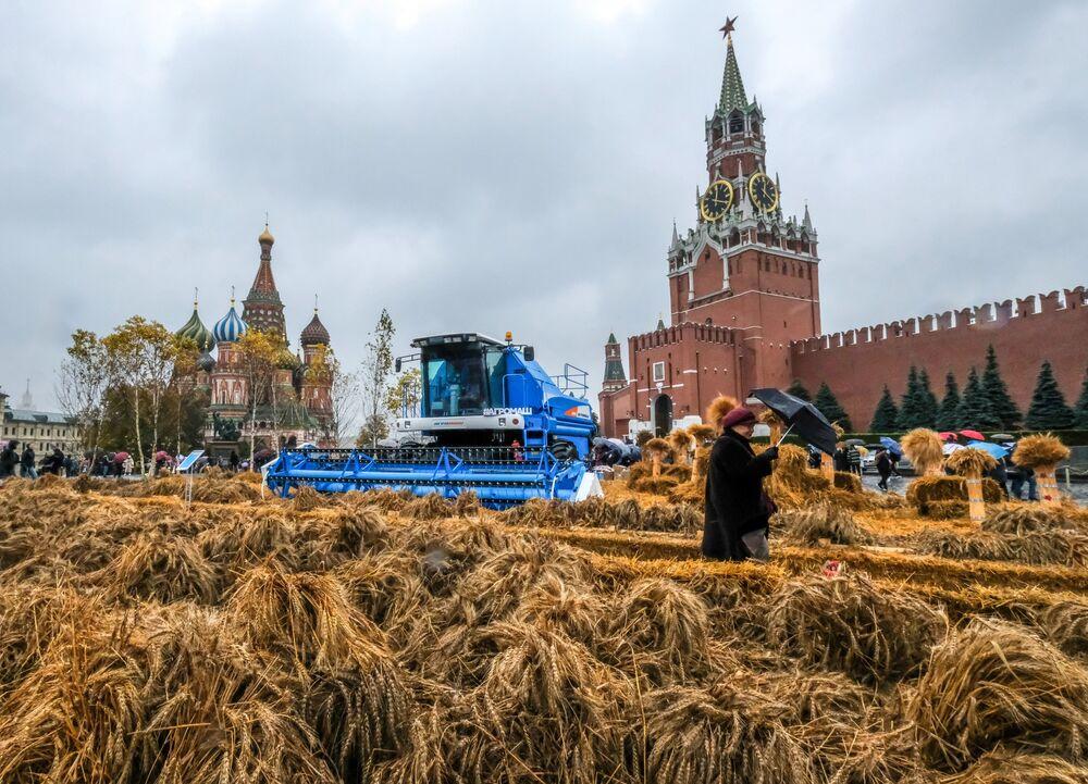 Il Festival dell'autunno nella Piazza Rossa a Mosca.
