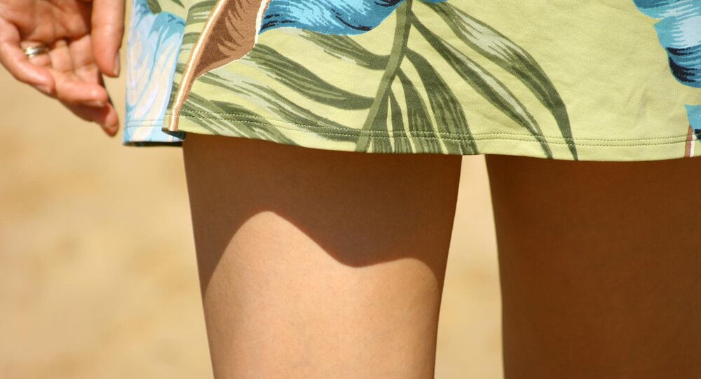 Donna in minigonna