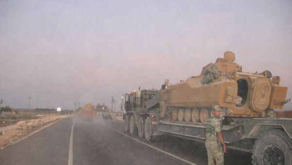 Le forze armate turche hanno inviato mezzi militari al confine nella città turca di Suruç - Sputnik Italia