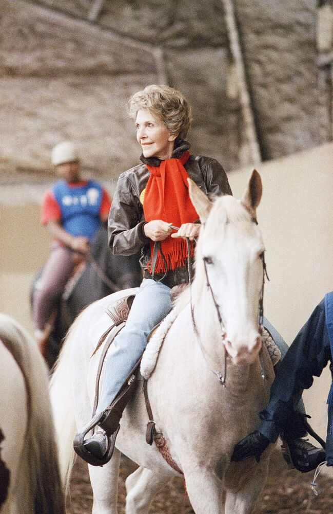 La First Lady Nancy Reagan va a cavallo, Washington