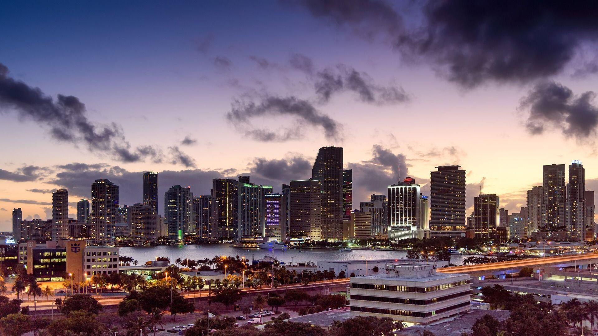 Miami, Florida, skyline, sunset - Sputnik Italia, 1920, 19.06.2021