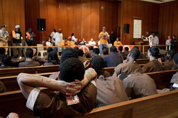 I detenuti della prigione più grande del mondo Rikers Island all'incontro con il co-fondatore di Def Jam Russell Simmons - Sputnik Italia