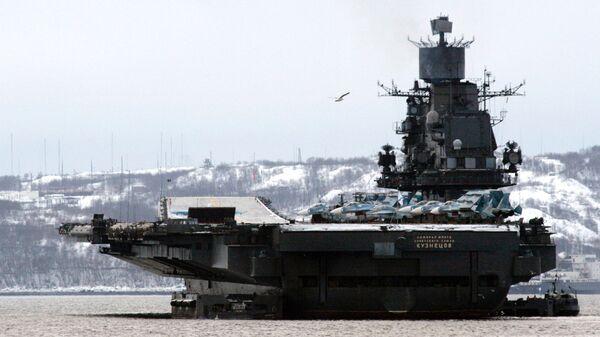 L'incrociatore portaerei pesante Admiral Flota Sovetskogo Sojuza Kuznecov (Ammiraglio della flotta dell'Unione Sovietica Kuznecov) della Flotta del Nord russa. - Sputnik Italia