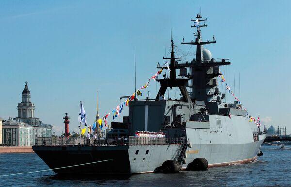 La corvetta Soobrazitelnij alla prova per la parata della Festa della Marina militare a San Pietroburgo. - Sputnik Italia