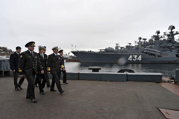 La visita dei militari statunitensi al cantiere navale di Severomorsk. - Sputnik Italia