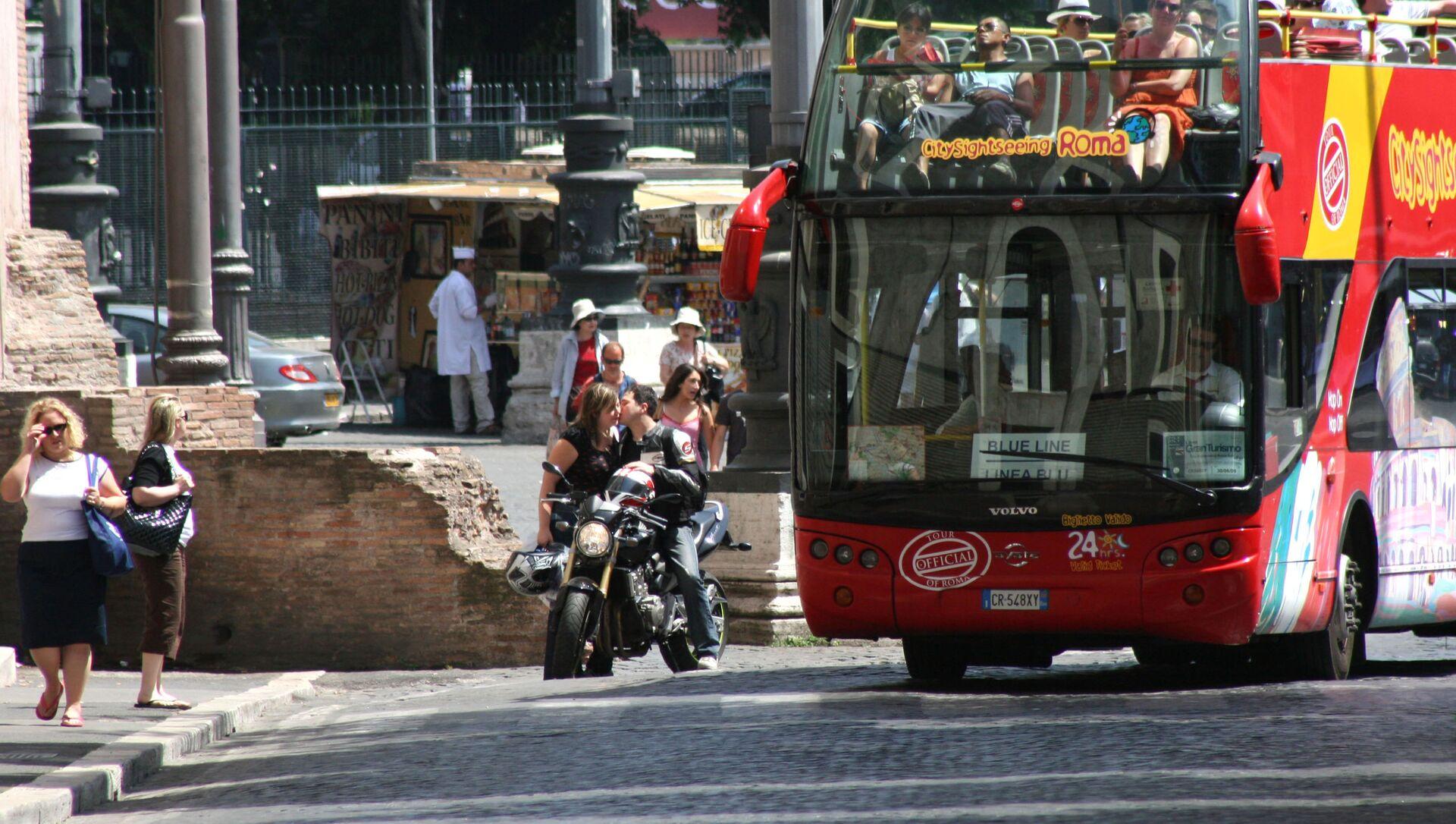 Roma, un autobus turistico - Sputnik Italia, 1920, 10.03.2021