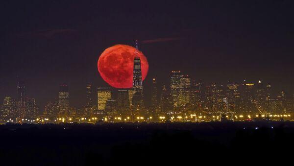 Восход кровавой луны над небоскребами Нью-Йорка - Sputnik Italia