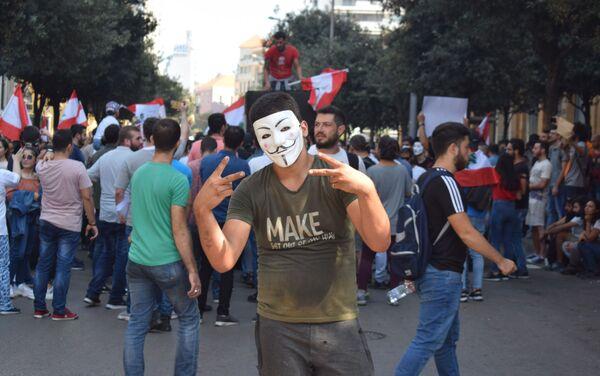 I manifestanti bloccano una strada nel centro di Beirut - Sputnik Italia