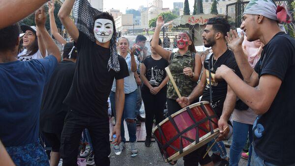 Manifestanti a Beirut vicino al palazzo del Governo - Sputnik Italia