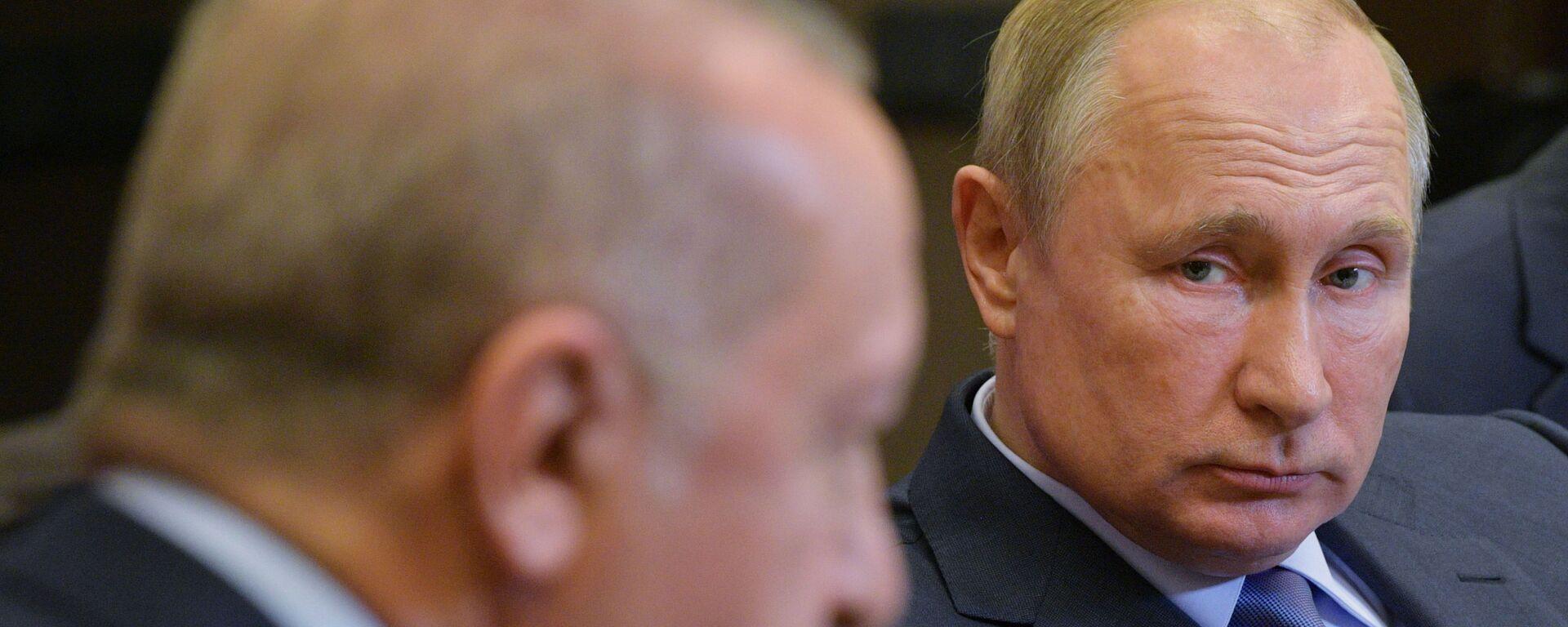 Russian President Vladimir Putin listens to his Turkish counterpart Recep Tayyip Erdogan during their meeting in the Black Sea resort of Sochi, Russia - Sputnik Italia, 1920, 19.03.2021
