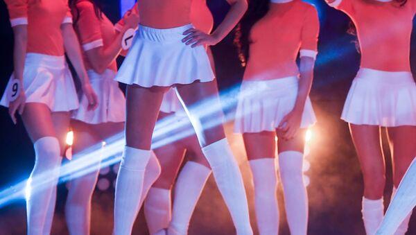 Ragazze in minigonna ad un concorso di bellezza - Sputnik Italia