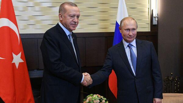 Президент России Владимир Путин и президент Турции Реджеп Тайип Эрдоган во время встречи в Сочи - Sputnik Italia