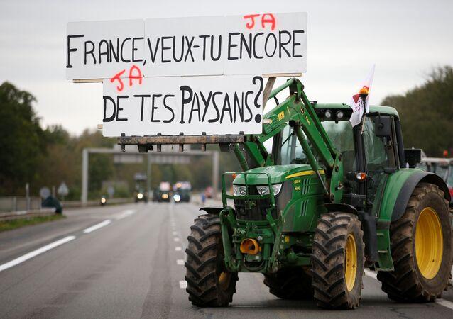 Gli agricoltori protestano in Francia