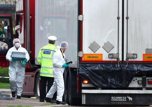 Camion bulgaro con a bordo 39 cadaveri scoperto dalla polizia ad Essex
