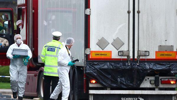 Camion bulgaro con a bordo 39 cadaveri scoperto dalla polizia ad Essex - Sputnik Italia