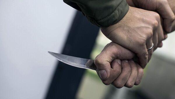 Un uomo con un coltello - Sputnik Italia
