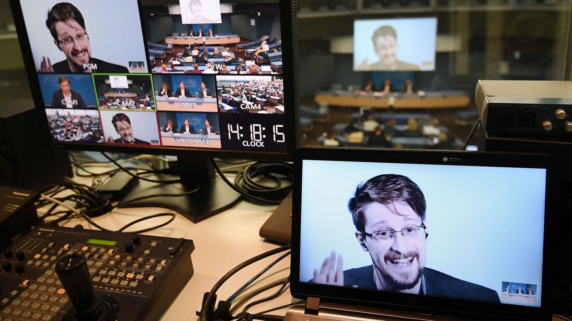 Edward Snowden - Sputnik Italia, 1920, 07.08.2021