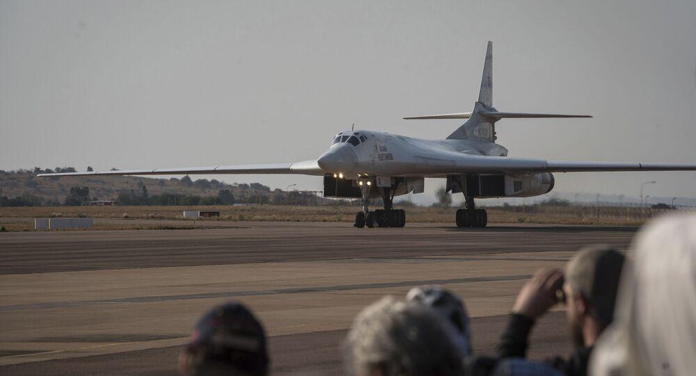 Bombardiere Tu-160