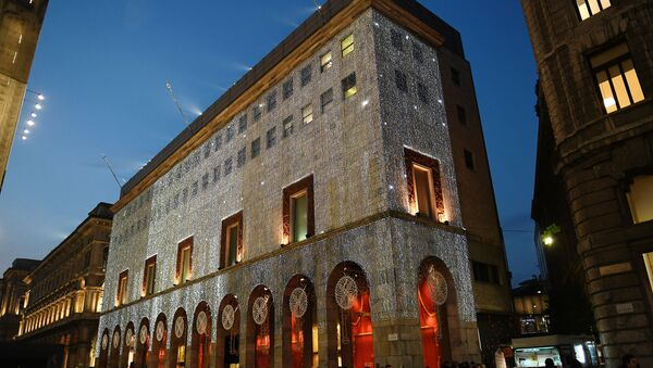 Addobbi natalizi a Milano - Sputnik Italia