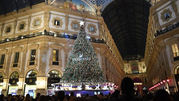Addobbi natalizi nella Galleria Vittorio Emanuele II a Milano - Sputnik Italia