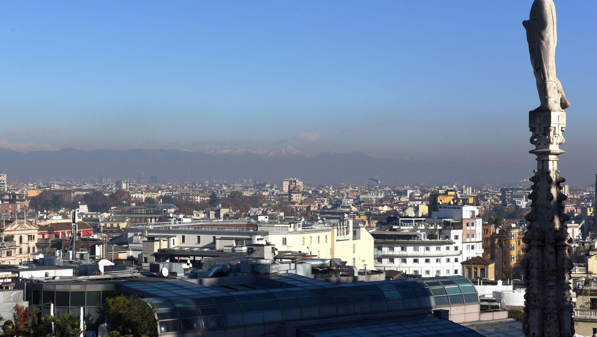 Una vista di Milano dal tetto del Duomo - Sputnik Italia, 1920, 16.02.2021