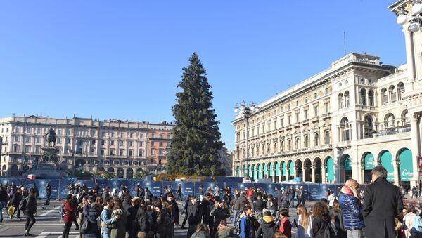 Addobbi natalizi sulla Piazza del Duomo a Milano - Sputnik Italia