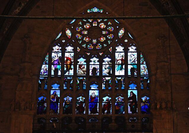 Una delle vetrate del Duomo di Milano