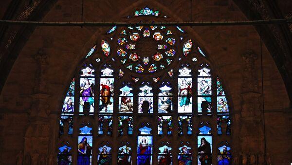 Una delle vetrate del Duomo di Milano - Sputnik Italia