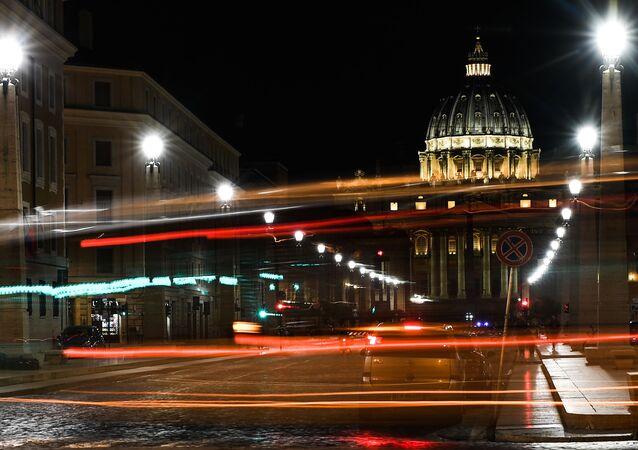 Roma con lo sfondo della Basilica di San Pietro