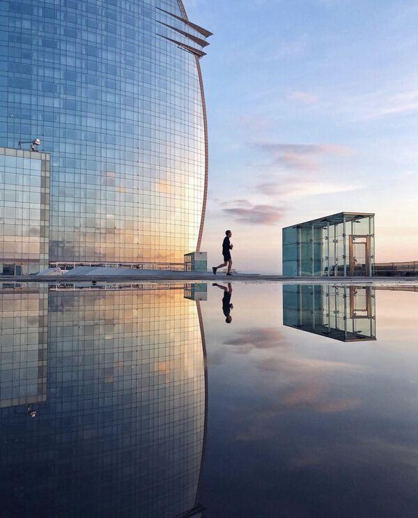 La foto 'En un món blau' presentata dal fotografo spagnolo Albert Castañe al concorso delle migliori foto del mondo #Blue2019  - Sputnik Italia