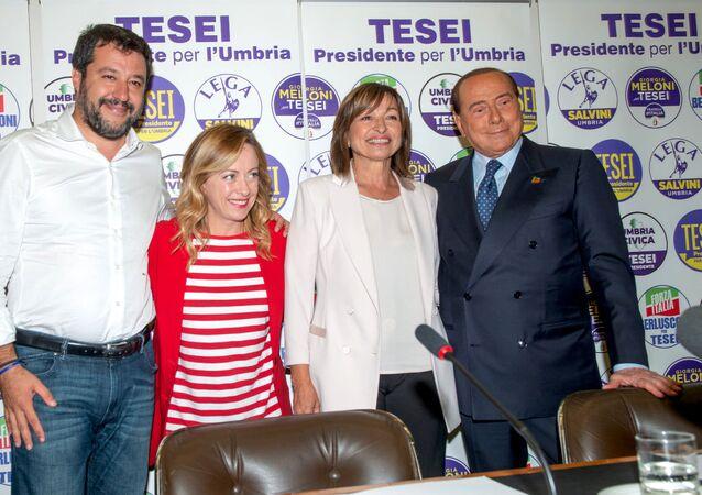 Donatella Tesei, neo presidente umbro, insieme a Matteo Salvini, Giorgia Meloni e Silvio Berlusconi