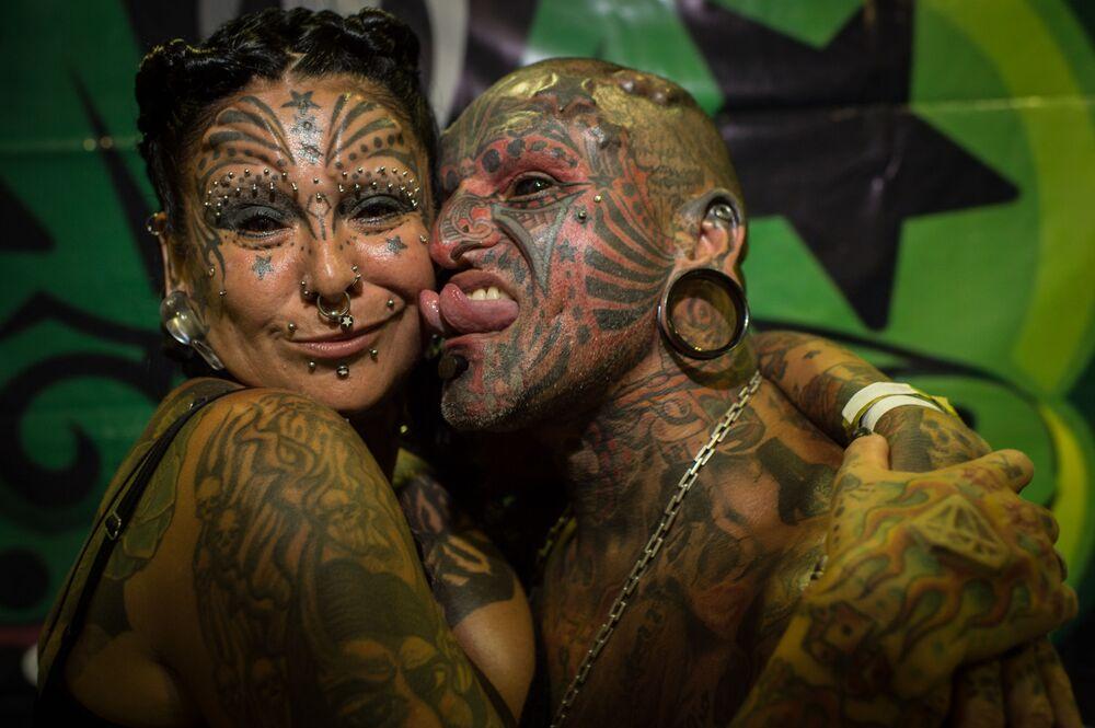 Il tatuautore uruguaiano Victor Hugo Peralta e sua moglie, la tatuatrice argentina Gabriela Peralta