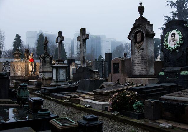 Il Cimitero Monumentale di Milano (Italia), inaugurato nel 1866, è un grande museo a cielo aperto, dove si possono ammirare diversi stili di arte funeraria.