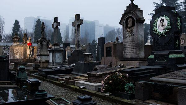 Il Cimitero Monumentale di Milano (Italia), inaugurato nel 1866, è un grande museo a cielo aperto, dove si possono ammirare diversi stili di arte funeraria.  - Sputnik Italia