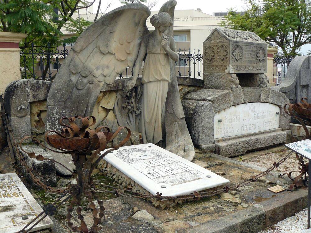 Il cimitero modernista di Lloret de Mar a Barcellona (Spagna) è stata progettata alla fine del XIX secolo e ha subito varie trasformazioni nel corso del XX secolo