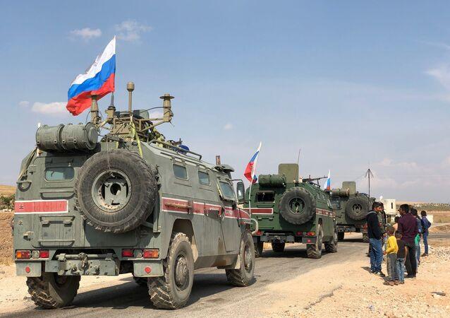 Il pattugliamento russo del confine siro-turco vicino la città di Kobani