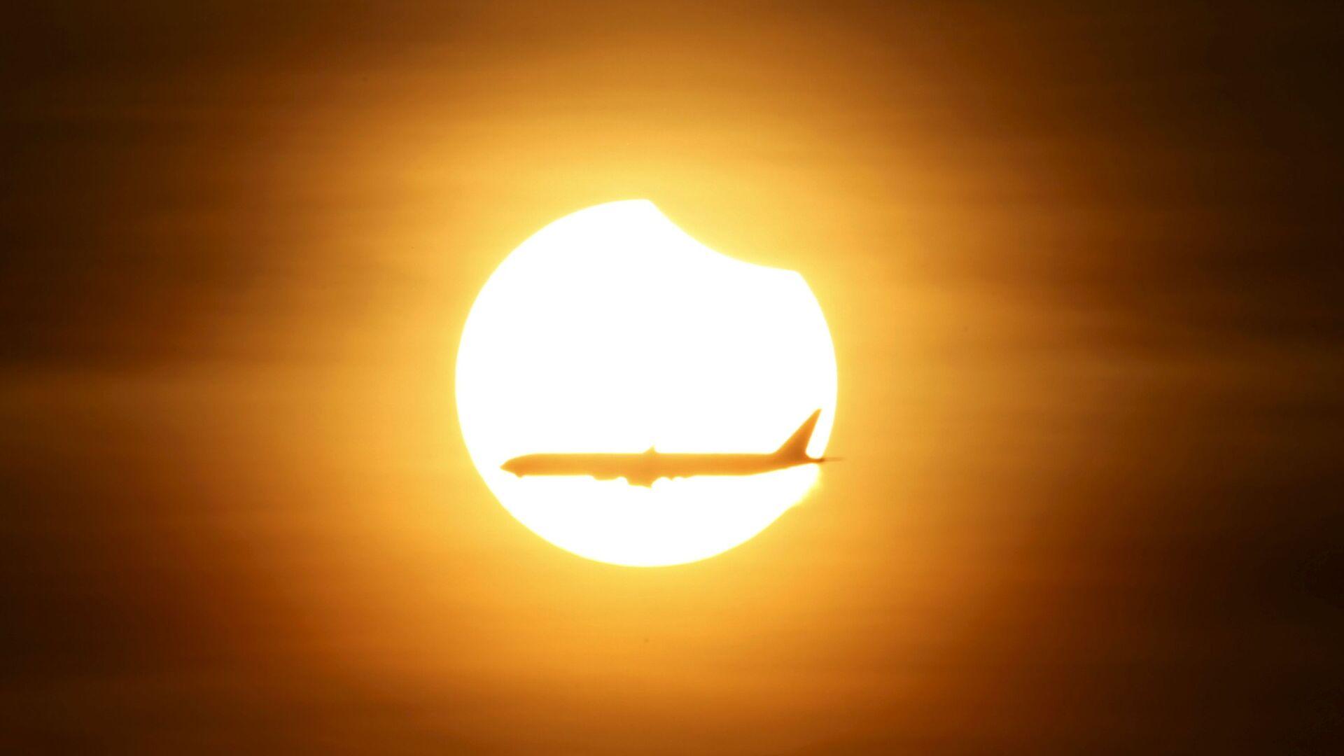 Eclissi solare - Sputnik Italia, 1920, 08.06.2021