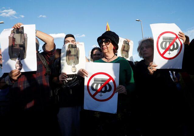 Proteste a Barcellona per la visita del re Filippo VI