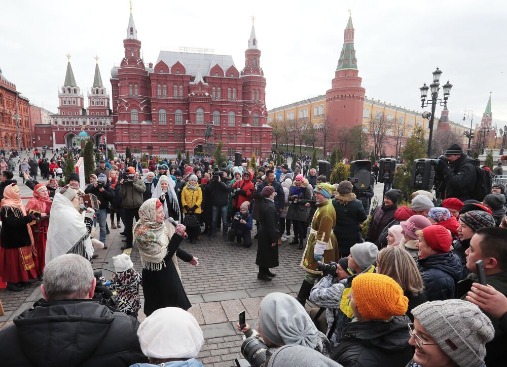 Celebrazioni della Giornata dell'unità nazionale in Piazza del Maneggio a Mosca.