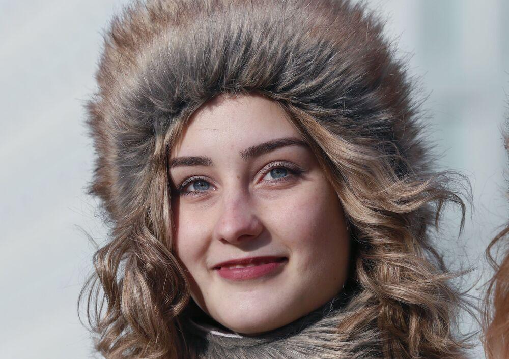 Una ragazza al festival La mia Russia a Krasnoyarsk.