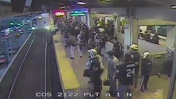 Metro San Francisco incidente - Sputnik Italia