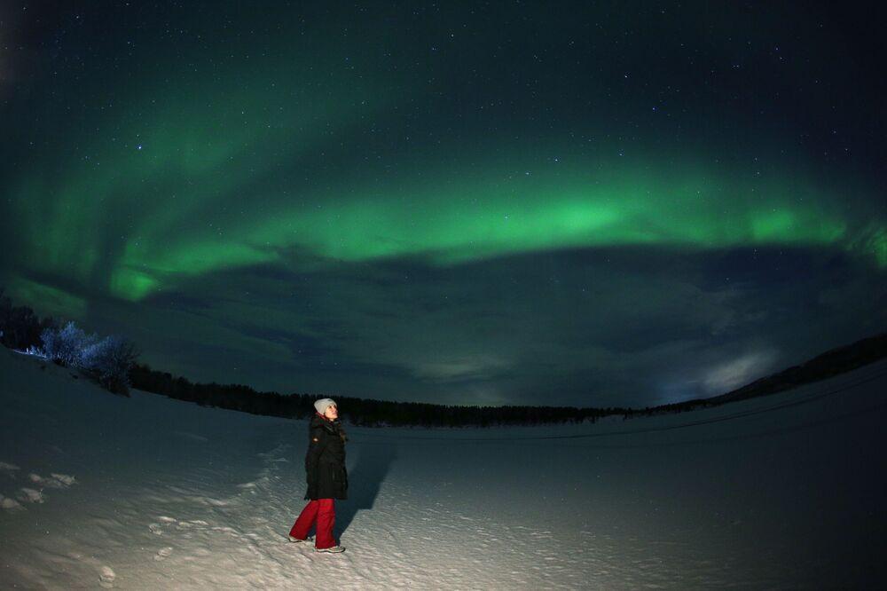 L'aurora boreale nelle vicinanze del fiume Ura nella regione di Murmansk, Russia