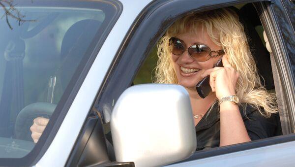Una donna al volante - Sputnik Italia
