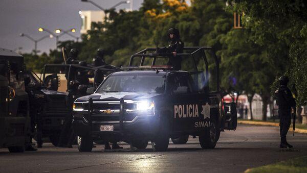 La polizia messicana pattuglia una strada nello stato di Sinaloa - Sputnik Italia
