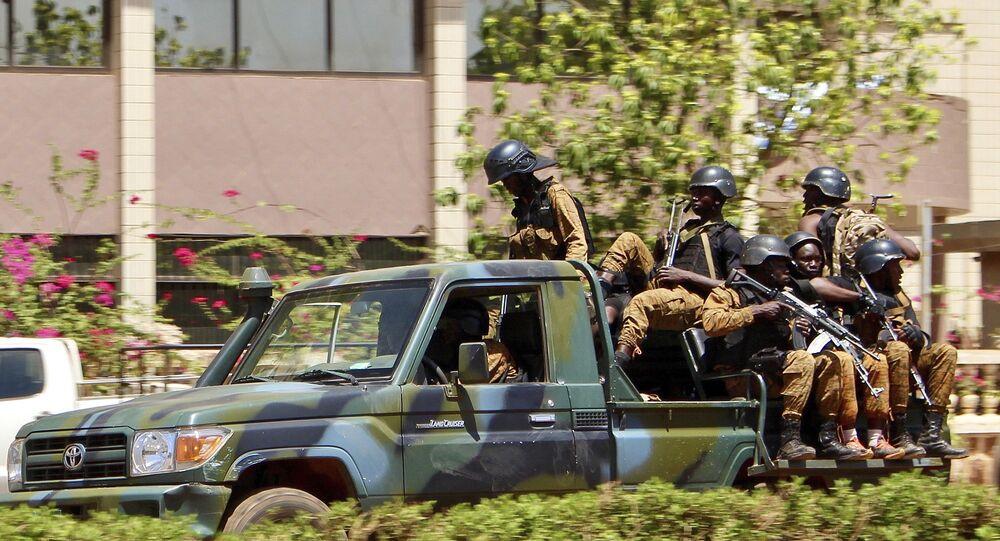 Una gip di paramilitari in Burkina Faso