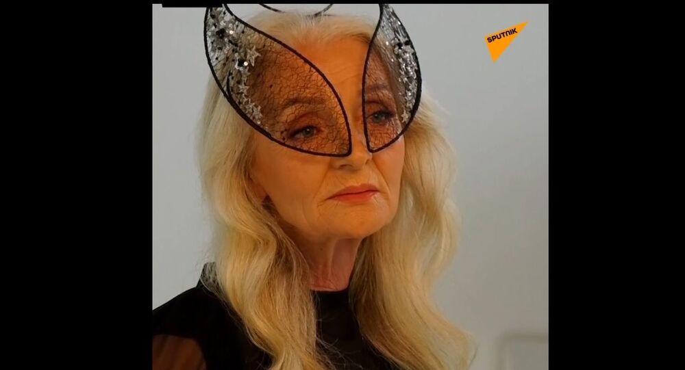 Una modella anziana
