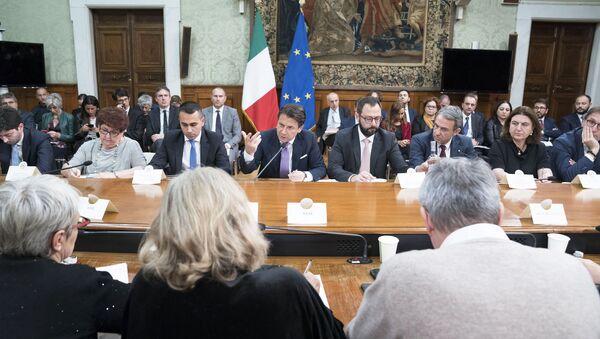 Il Presidente del Consiglio, Giuseppe Conte, nel corso dell'incontro ex-Ilva con istituzioni locali e parti sociali. - Sputnik Italia