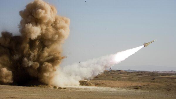 Il lancio di un missile durante le esercitazioni in Iran - Sputnik Italia