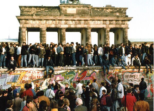 La caduta del muro nel 1989. - Sputnik Italia